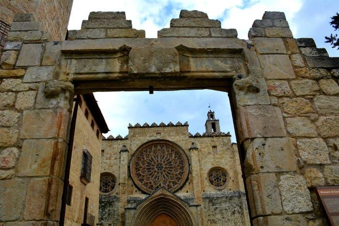 Фасад церкви Сан-Кугат