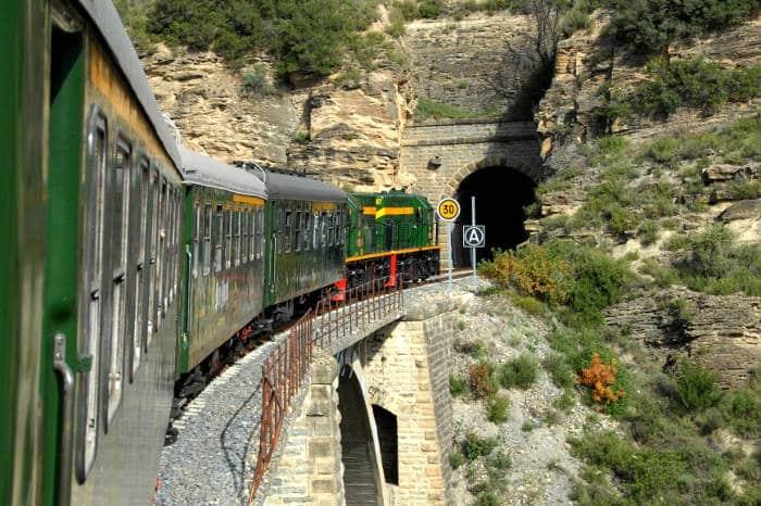 Озерный поезд по необычной Каталонии