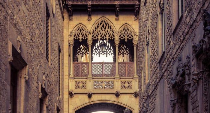 Поцелуи в Барселоне: мост вздохов