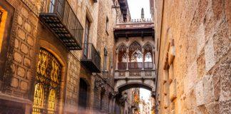 Поцелуи в Барселоне: улица поцелуев и Мост поцелуев