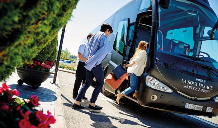 Автобус в La Roca Village