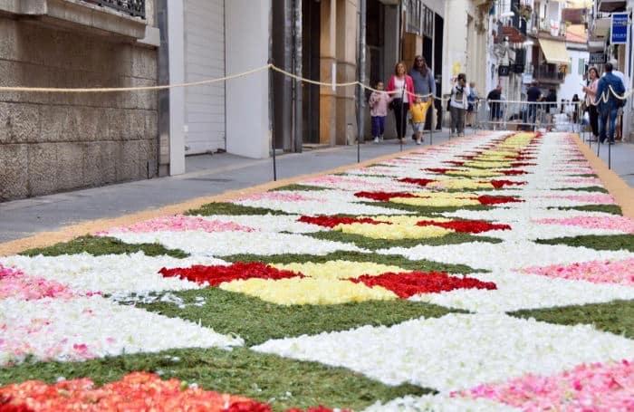 Sitges и цветочные ковры