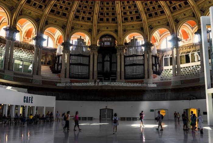 Гостеприимство Национального музея искусства Каталонии