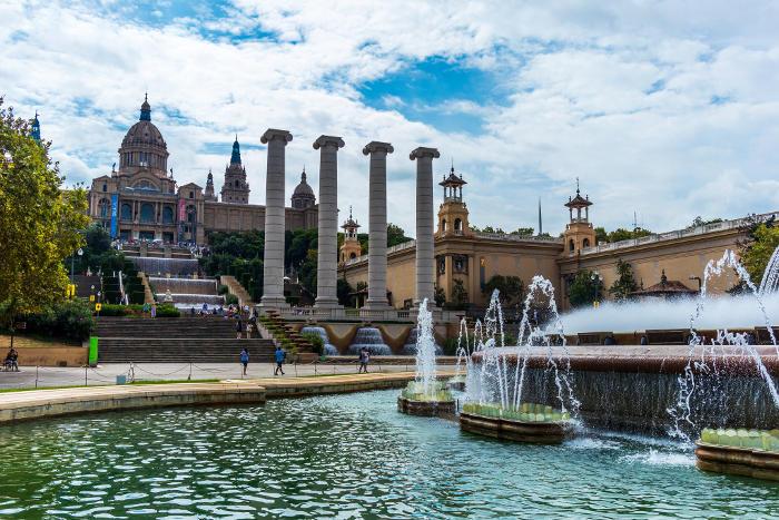Площадка перед Национальным музеем искусства Каталонии