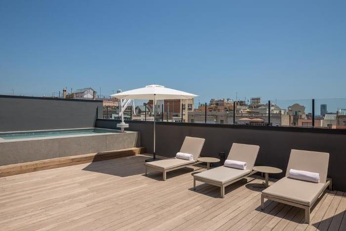 Room Mate Gerard в Барселоне с бассейном (четырехзвездочный)