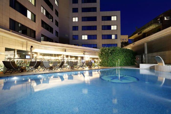 Отель SB Icaria Barcelona с бассейном