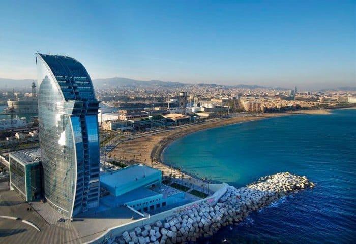 Олимпийский порт Барселоны и пляж Барселонета