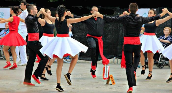 Танец Барселоны: как правильно двигаться