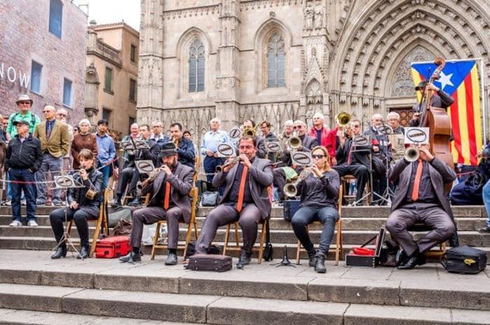 Танец Барселоны представляют под аккомпанемент