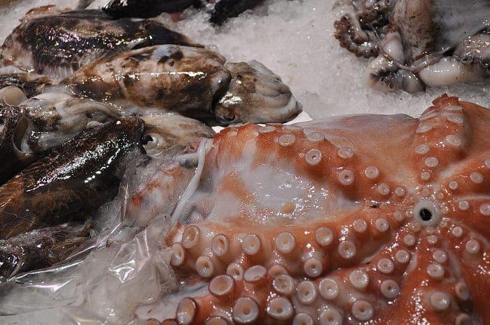 Рыбный отдел на рынке Бокерия